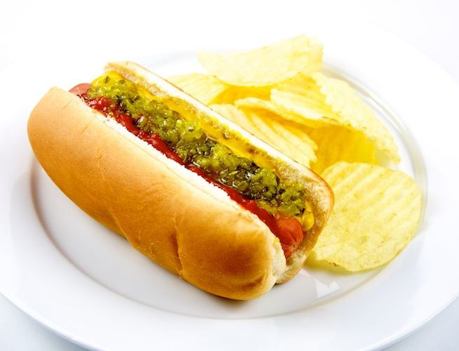 hotdog and chips